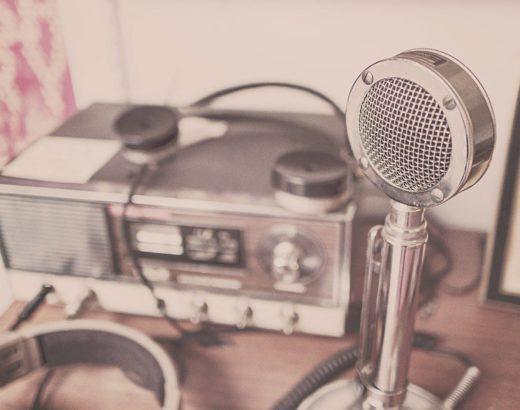 Covid allein zu Haus, Podcast, Kopfhörer, Arbeitsplatz, Home Office