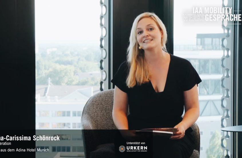 Nina-Carissima Schönrock als Moderatorin auf der IAA Mobility